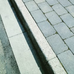 saxon hb2 - textured kerb - natural