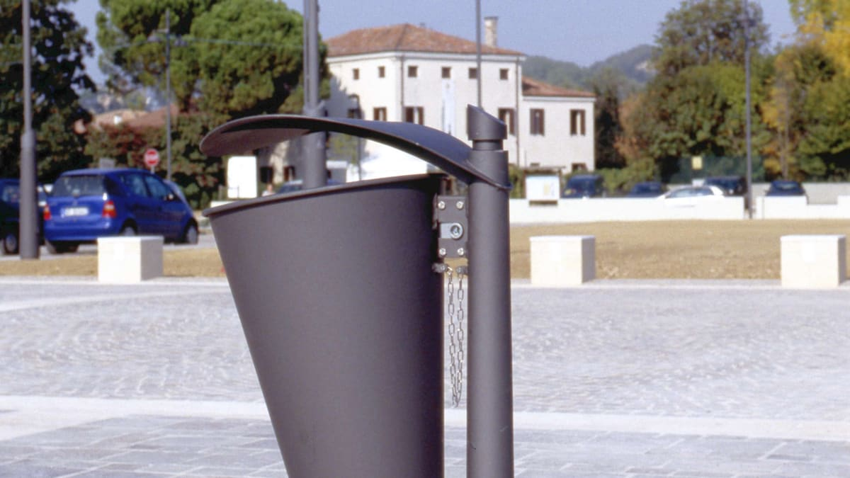 neri carya litter bin outside blue sky