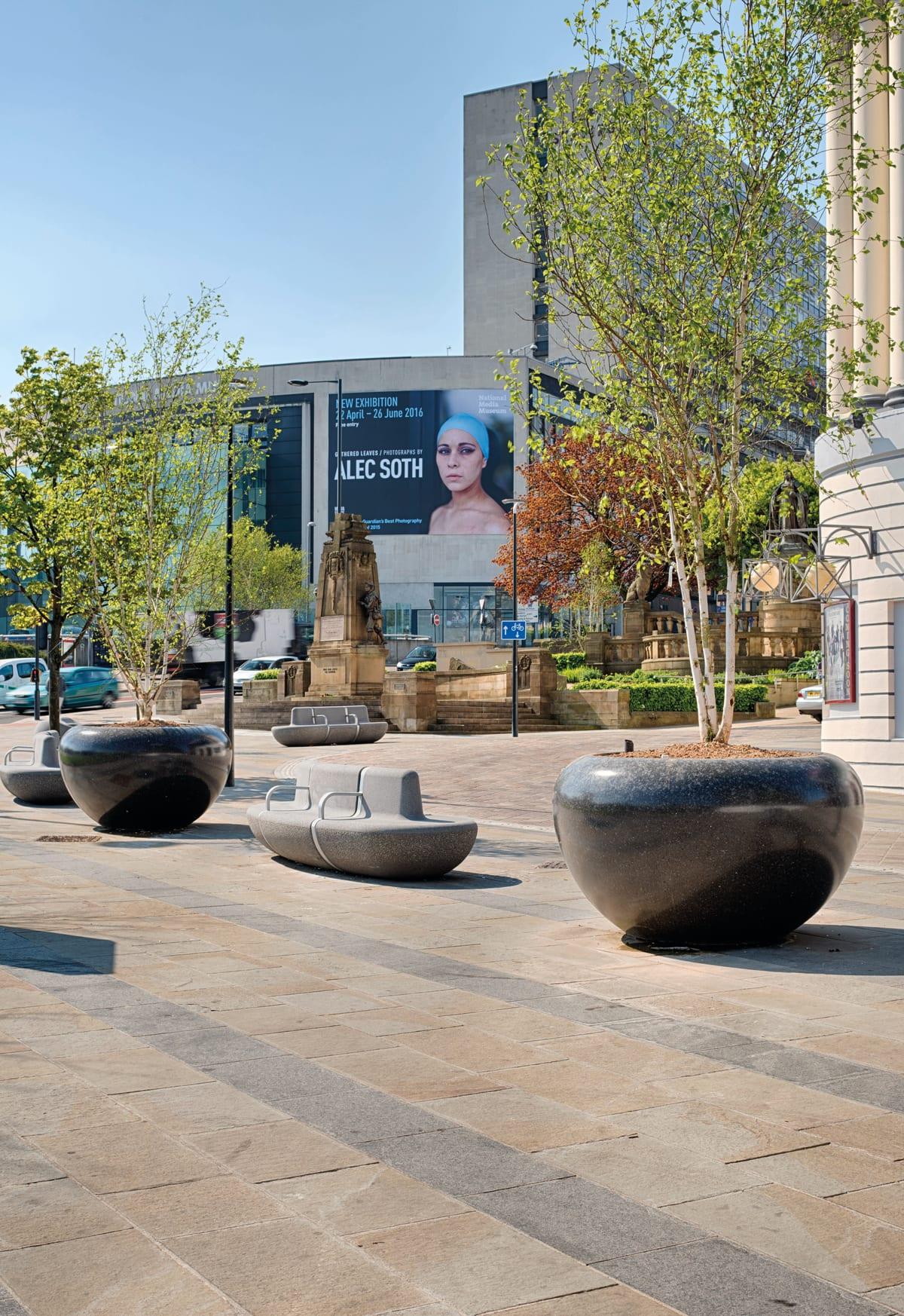 Giove Planters, Bradford