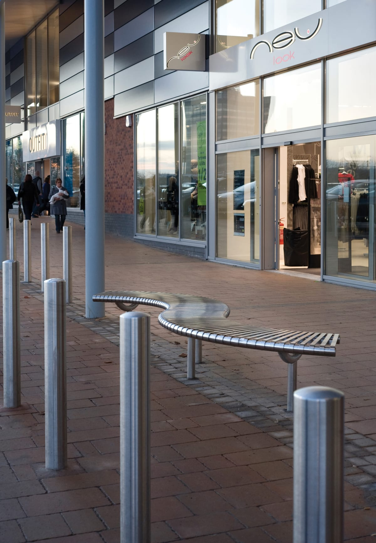 RS001 stainless steel bollards and M3 Serpentine bench, Washington