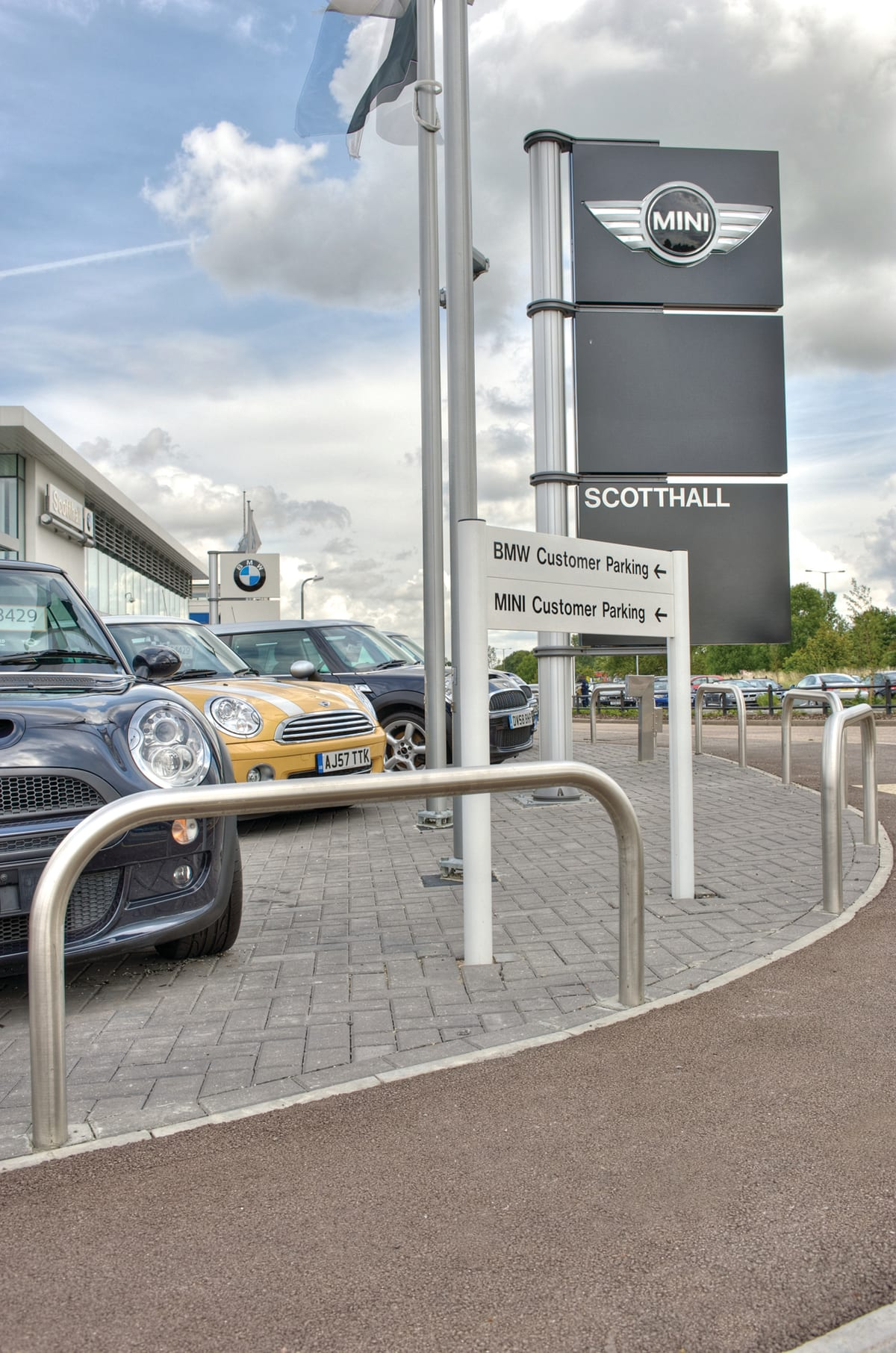 BMW/Mini Showroom Image 2