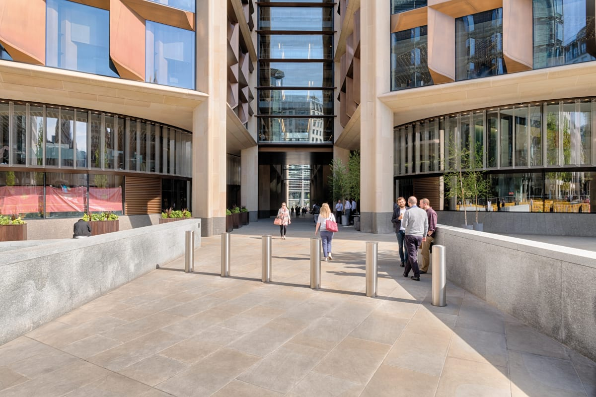 scoutmoor paving and callisto walling - bloomberg hq