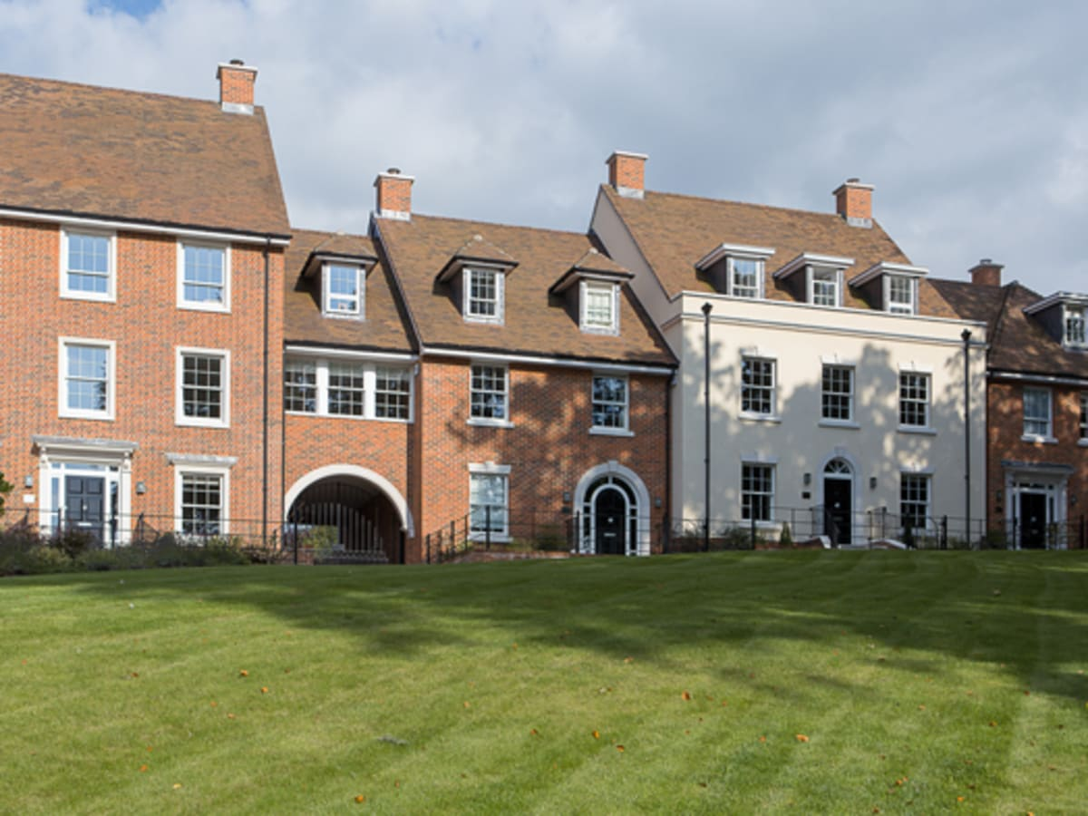 6 new homes featuring bespoke cast stone dressings