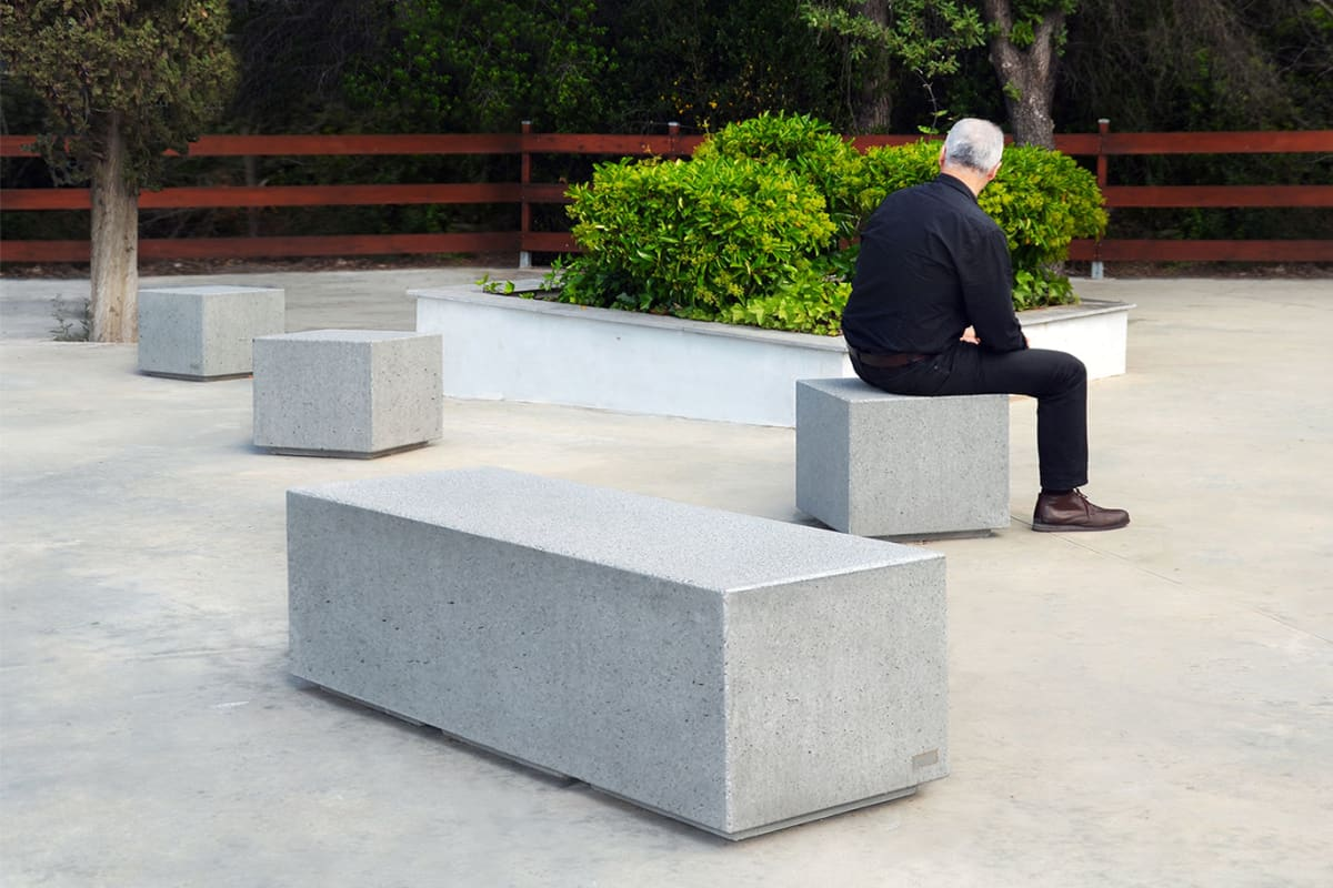 escofet box backless benches