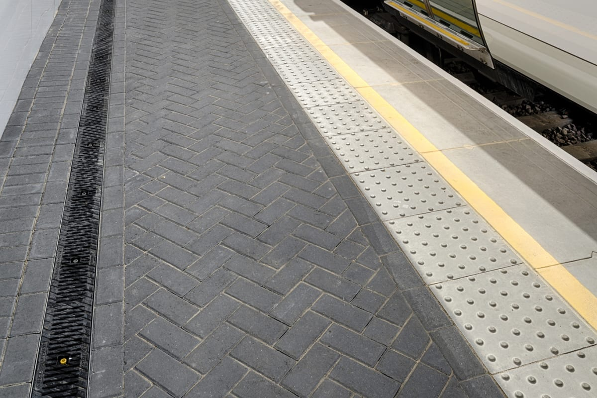 birco lite cast iron and keyblok - charcoal a100 with platform coping unit platform edge