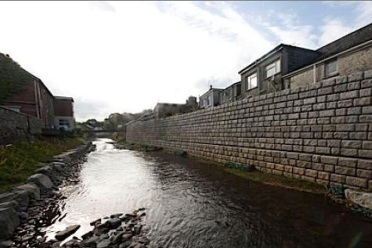 redi rock flood wall