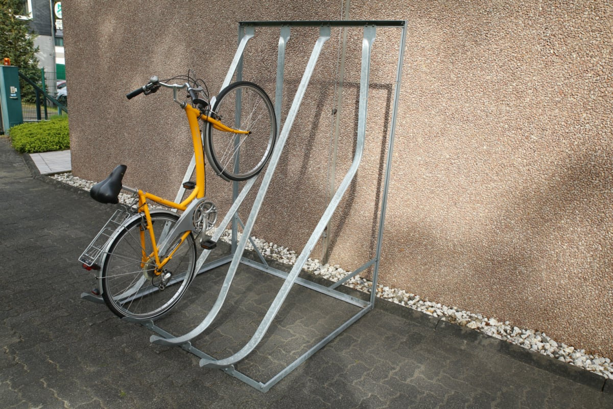 vertical stacking cycle stand