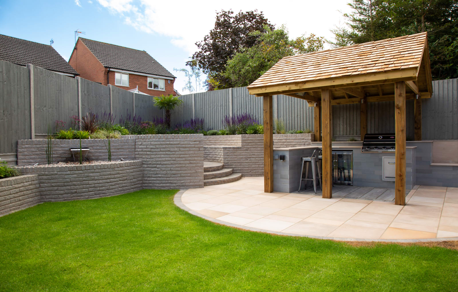 Marshalite Walling, Sawn Versuro paving and Drivesett Tegula