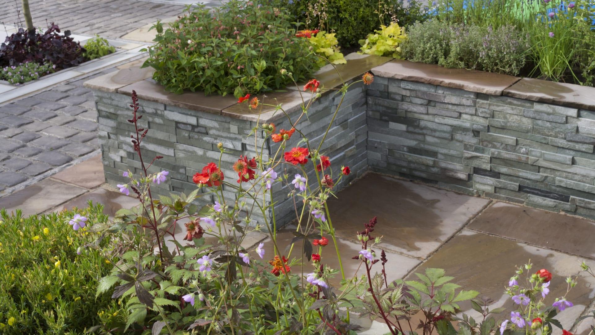 Garden veneer walling with planting
