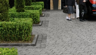 drivesett kerb in pennant grey