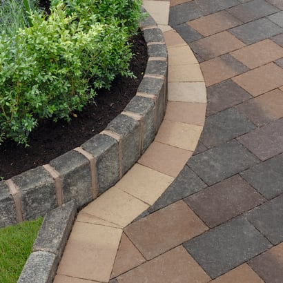 Drivesett Coppice - Cedar And Pennant Blend With Oak Blend Border Detail