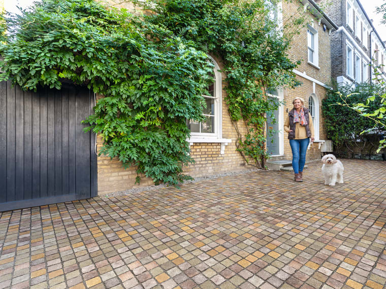 Cropped Porphyry Setts