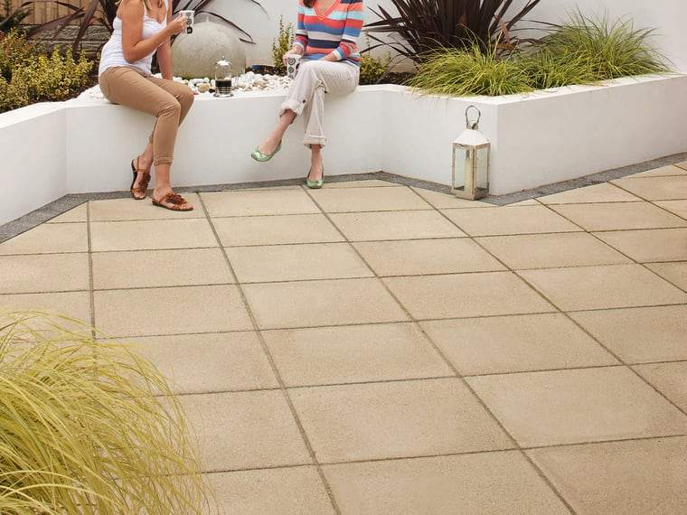 marshalls saxon paving in natural shown in a contemporary garden
