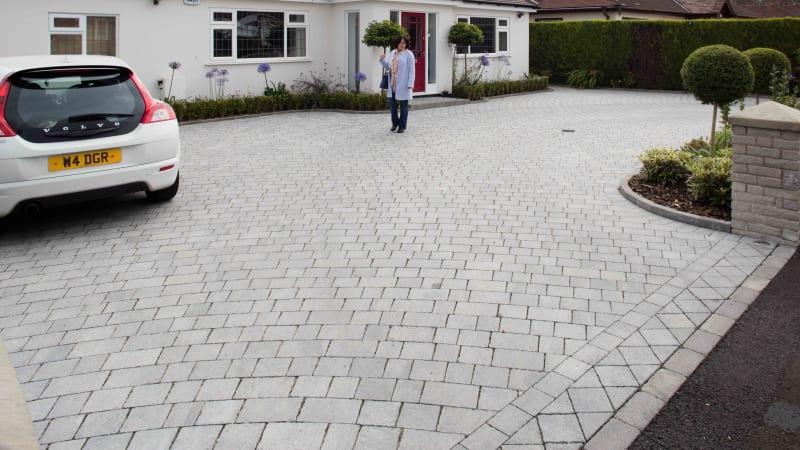 Marshalls Drivesett Teguala block paving in pennant grey