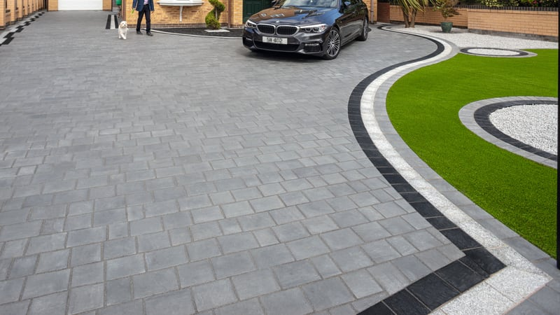 Marshalls Drivesys Riven Stone in grey colour with Drivesys Jointing Compound.