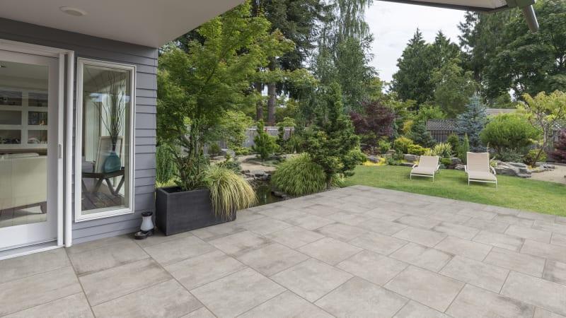 Marshalls Motus garden paving in grey colour.