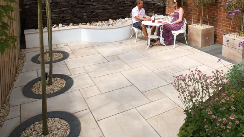 Marshalls Sawn Versuro garden paving in Caramel Cream