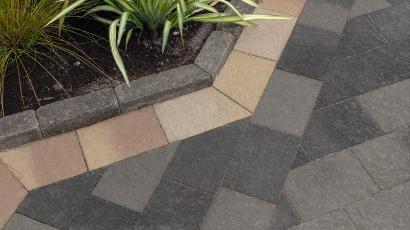 Drivesett Coppice - Pennant Blend With Oak Blend Border Detail