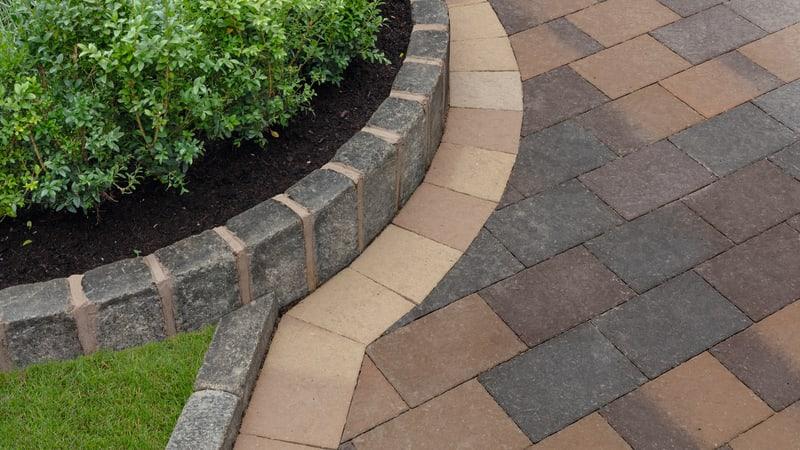 Drivesett Coppice - Cedar Blend And Pennant Blend With Oak Blend Border Detail