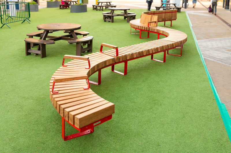 Distrikt seating used in a busy city centre