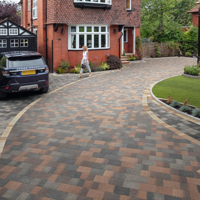 Drivesett Coppice - Cedar And Pennant Blend With An Oak Blend Border Detail