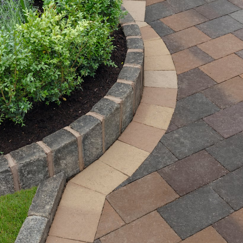 Drivesett Coppice Cedar Blend And Pennant Blend With Oak Blend Border Detail