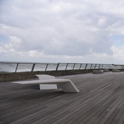 wing bench in white