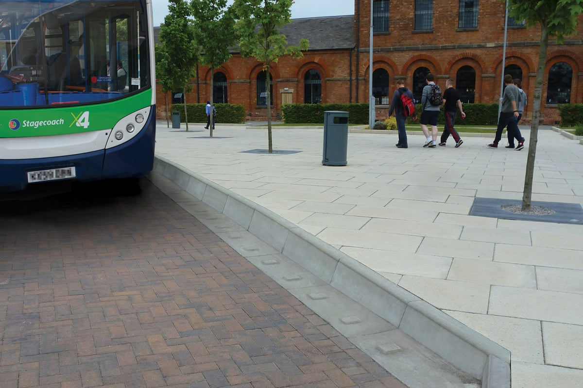 bus stop kerb - smooth grey