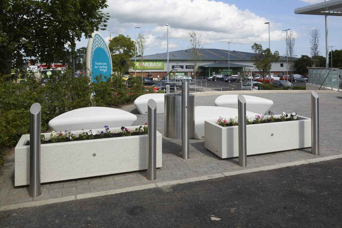Rhino RS004 bollards GEO litter bin Bellitalia Artemide Planters and Escofet Extasi Seats Mayflower Retail Park Basildon 8266