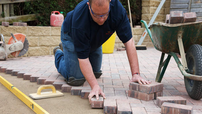 How to cut paving slabs