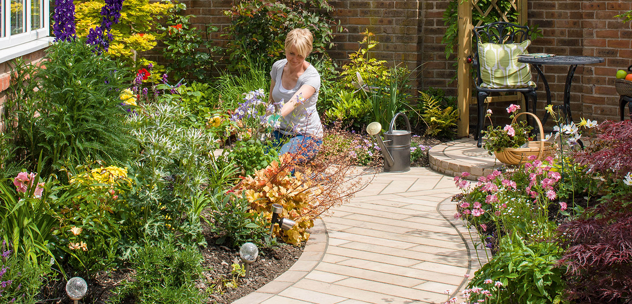 Making the most of an oddly-shaped garden