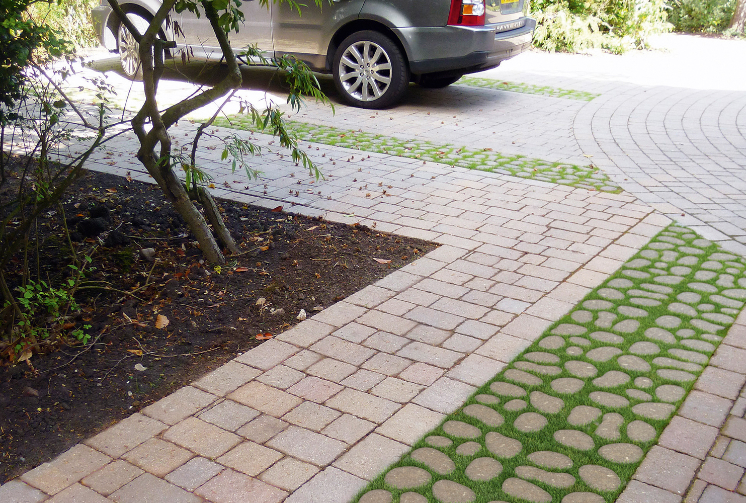 THE COMEBACK OF RIBBON DRIVEWAYS