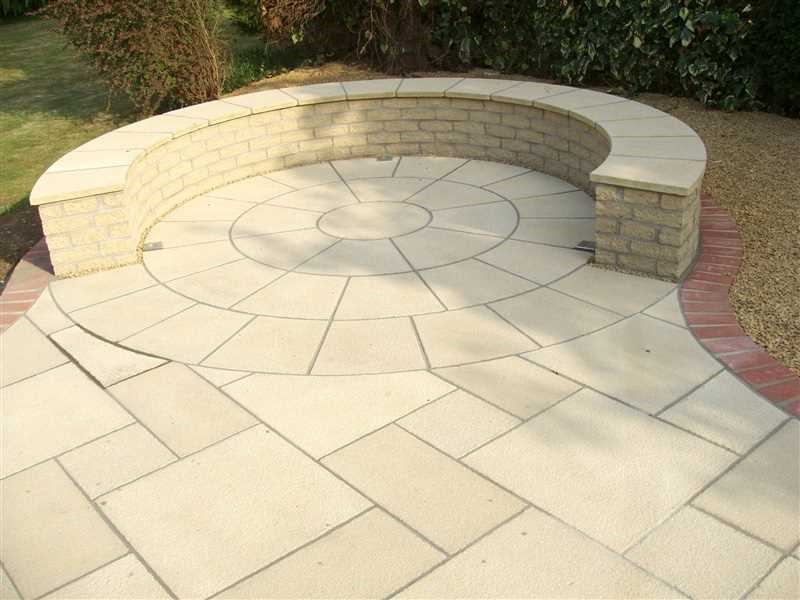 Paving circle in buff