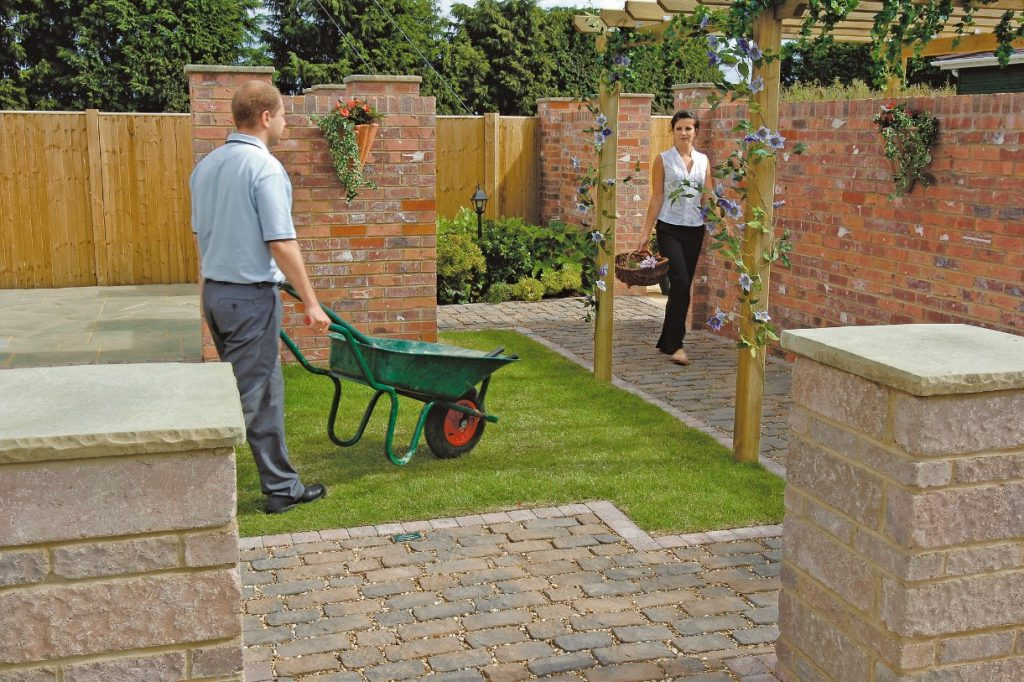 Laying a garden path with bricks