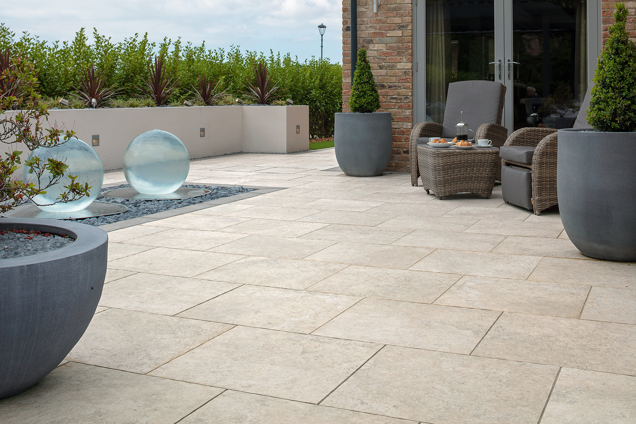 Marshalls Symphony Natural garden paving in Ivory.