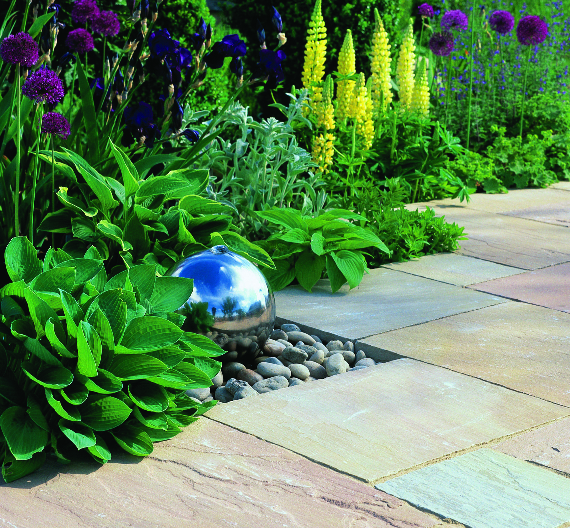 maket stone with water feature